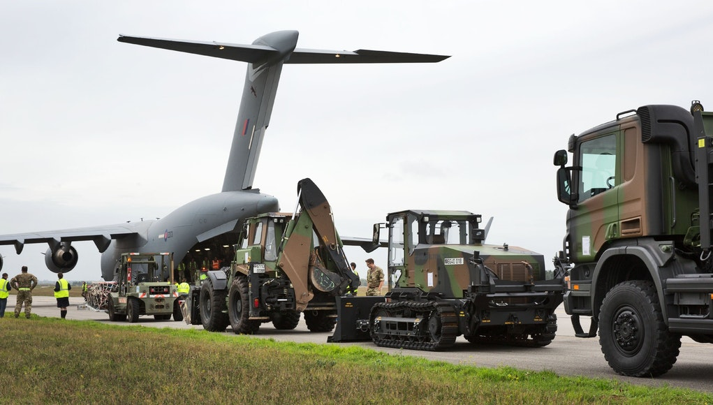 french military equipment delivered to guadeloupe by royal air force c 17. Black Bedroom Furniture Sets. Home Design Ideas