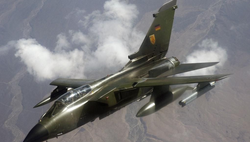 العدو الرئيسى لمقاتله المانيا المستقبليه هى F-35SA  German_Panavia_Tornado.jpg?auto=compress%2Cformat&fit=crop&h=580&ixlib=php-1.1