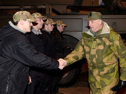 The King of Norway spoke to the men of 42 Commando