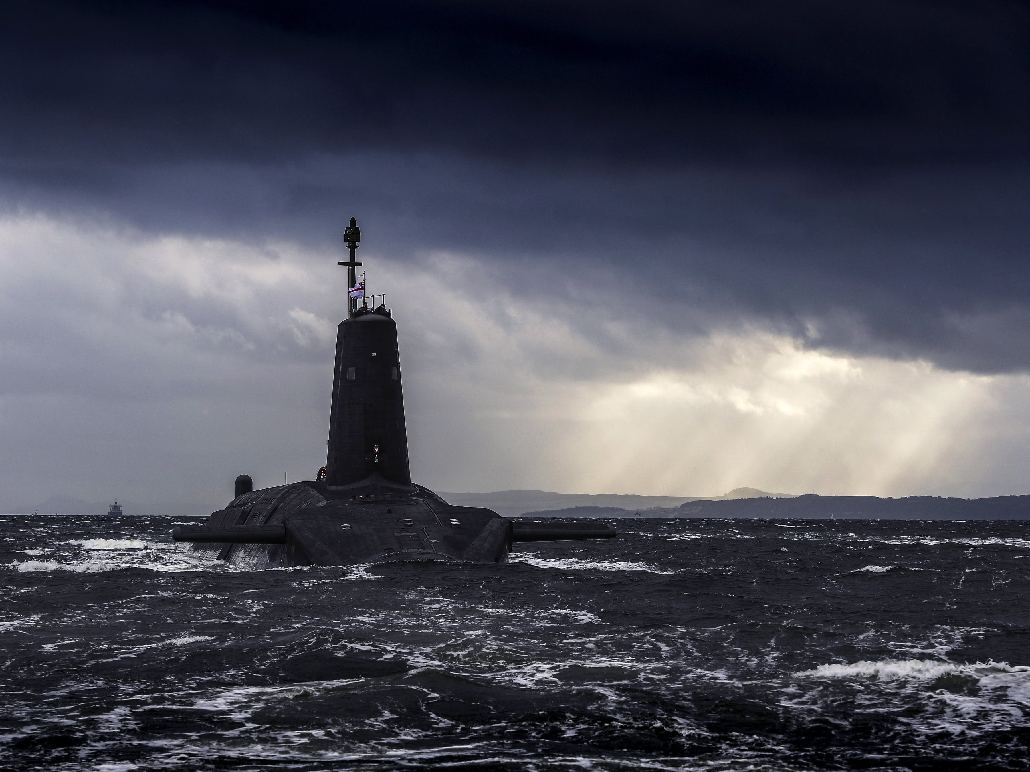 Why are nuclear submarines based on the Clyde?