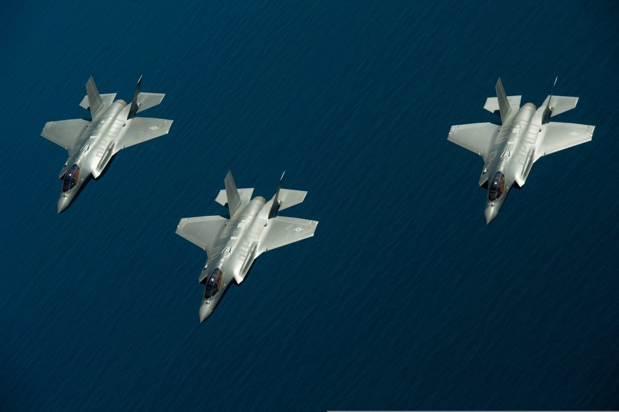 F-35s pound F-15s in mock dogfights